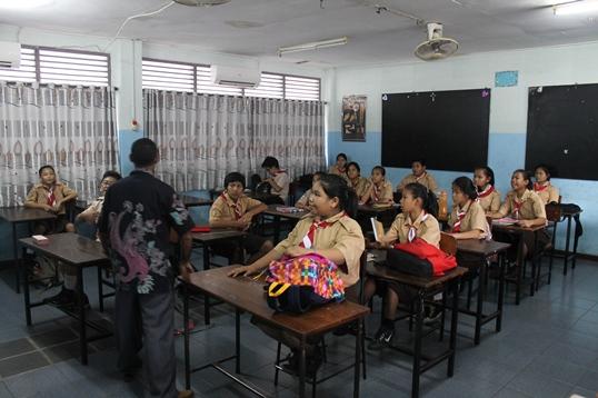 Proses PM di kelas VII SMP St. Fransiskus 1 Kramat tentang cara membuat MADING.
